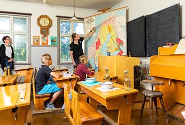 Koulumuseon luokkahuoneesta kuva