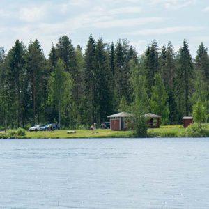 kokkorannan uimaranta järveltä kuvattuna
